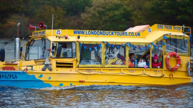 FOR SOME REASON I WANT TO GO ON A LONDON DUCK TOUR!!
